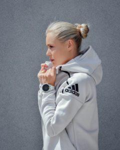 zgornji del adidas trenirke ali puloverja s kapuco