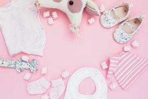 Telegrami ob rojstvu otroka imajo lahko dodano tudi praktično darilce.