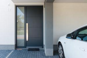 ALU vhodna vrata so izredno cenovno dostopna.