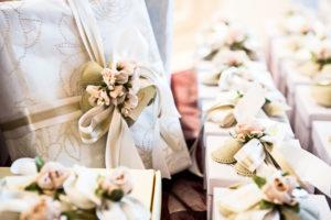 Prijatelji pa za poročna darila radi izberejo tudi darilo s posvetilom.