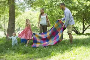 Klop se lahko na nas prilepi, ko imamo družinski piknik v naravi.